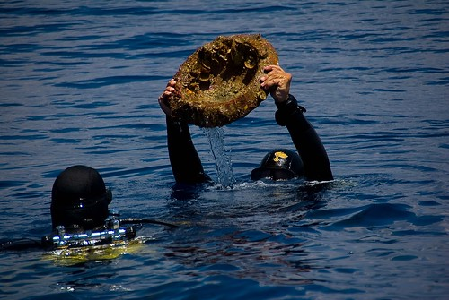 Carabinieri diver holding up mortar.