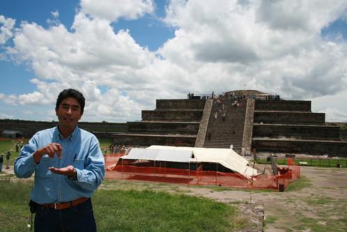 Sergio Gomez vor Quetzalcatl