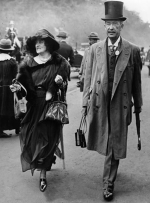 Lord Carnarvon and his wife Lady Almina on a visit to Egypt in 1921.