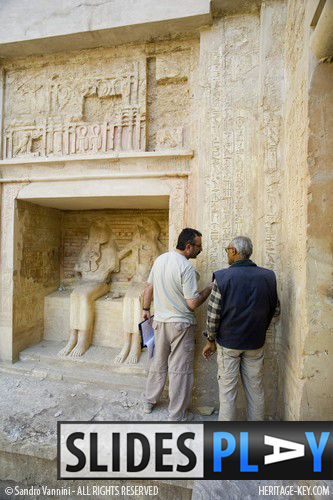 Dr Farouk Gomaa discussing the Tomb of Montuemhat TT34 Image Copyright - Sandro Vannini