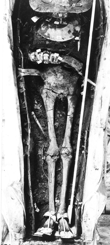 King Tut's mummy, as photographed by Harry Burton, the photographer that for Howard Carter documented the opening of Tutankhamun's tomb. - Image copyright the Griffith Institute
