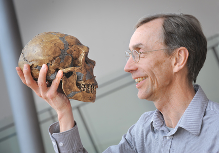 svante paabo with reconstructed neanderthal skull